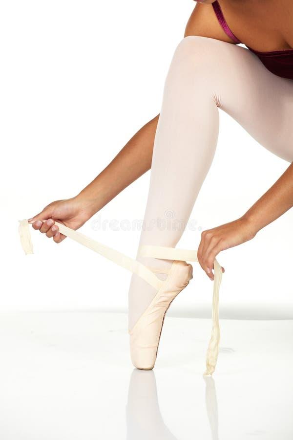 Bindung der Ballettschuhe stockfotografie
