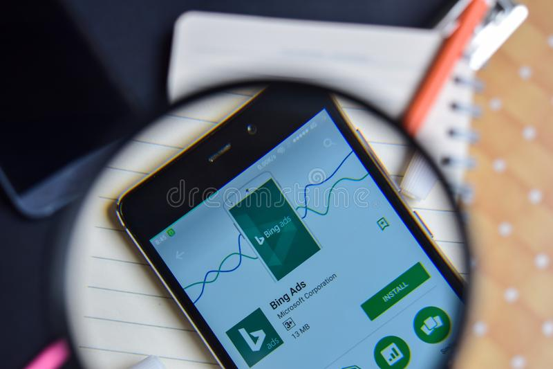 Bing Ads App avec l'agrandissement sur l'écran de Smartphone photos stock