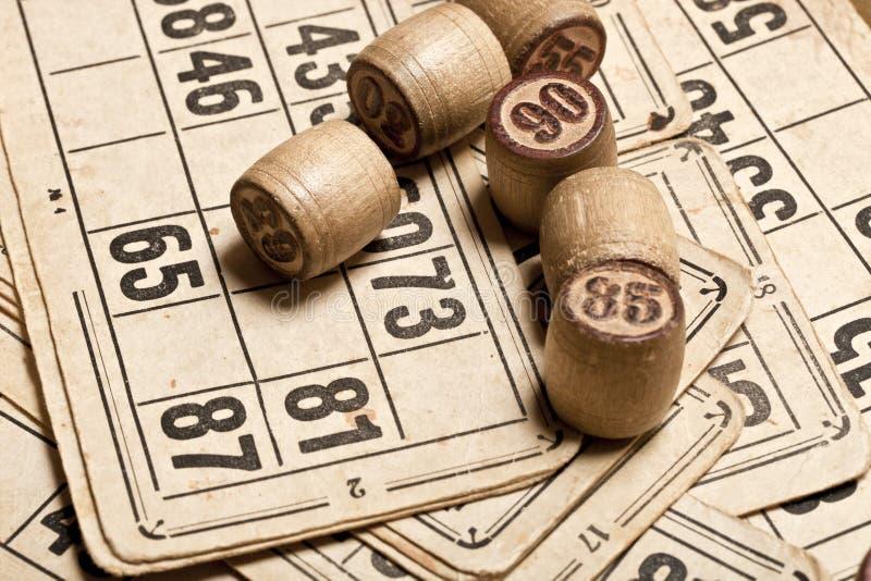 Bingo del gioco della Tabella Barilotti di legno con la borsa, carte da gioco del lotto per il gioco da tavolo del lotto, svago,  immagini stock libere da diritti