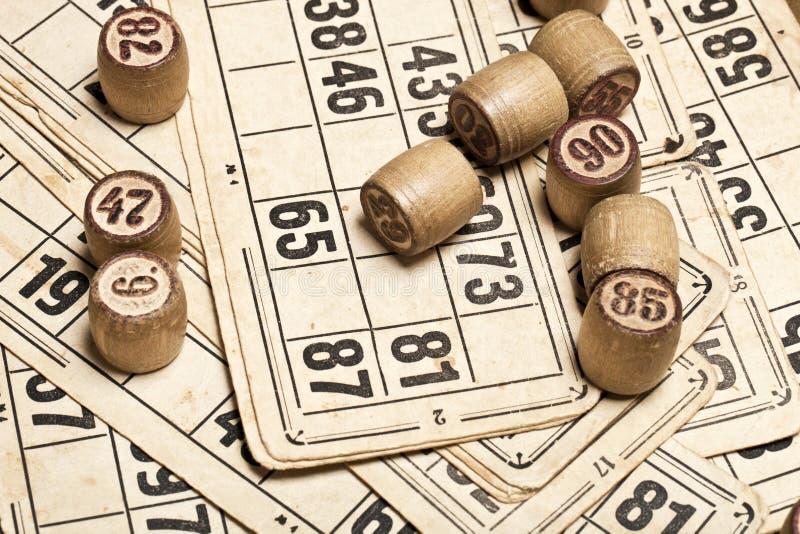 Bingo del gioco della Tabella Barilotti di legno con la borsa, carte da gioco per il gioco da tavolo del lotto, giocanti, lotteri fotografia stock