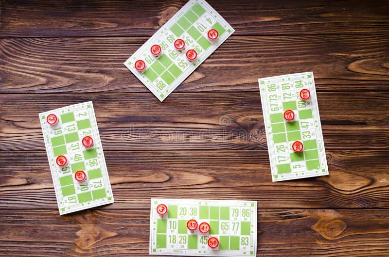 Bingo del gioco sulla tavola di legno fotografia stock libera da diritti