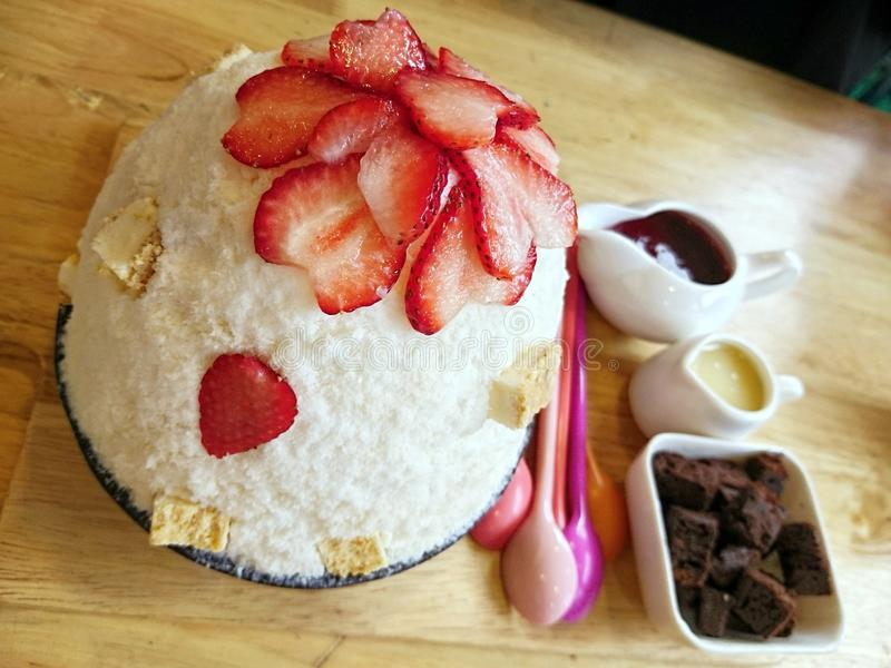 Bingsu de fraise photos stock