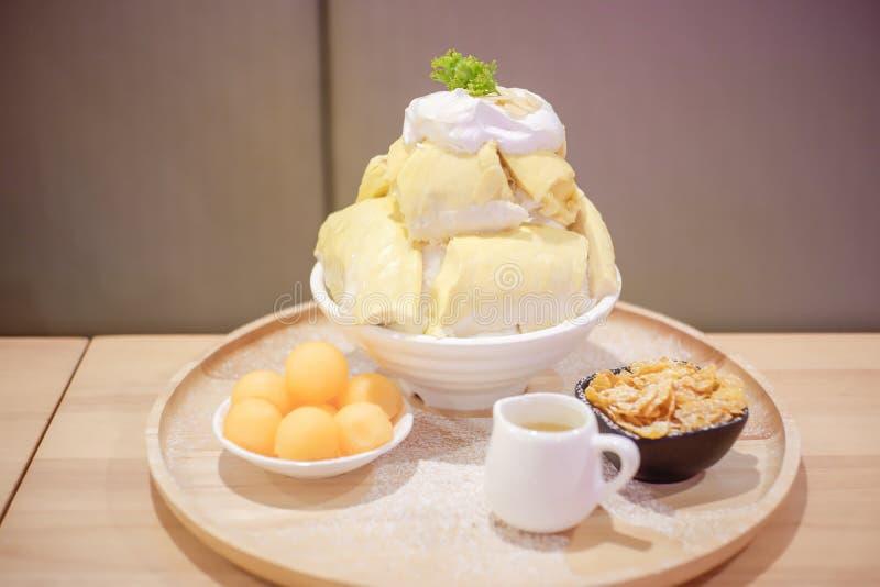 Bingsu Durian met het roomijs en de Slagroom van Durian royalty-vrije stock fotografie