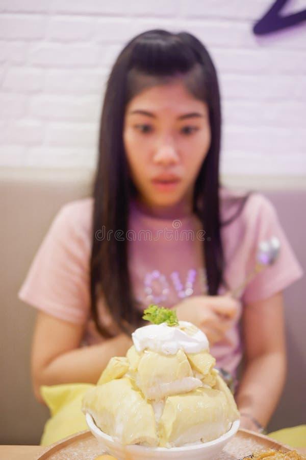 Bingsu Durian met het roomijs en de Slagroom van Durian royalty-vrije stock foto