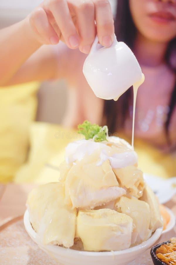 Bingsu Durian met Durian-roomijs stock foto