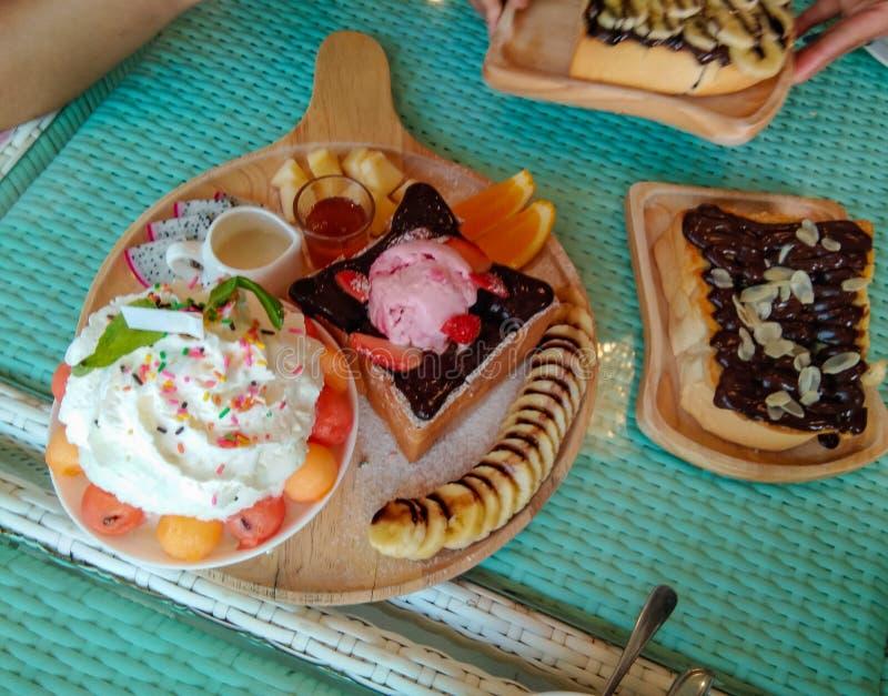 Bingsu-Spinat mit den süßen und fruchtigen Bissen mit stockfotos