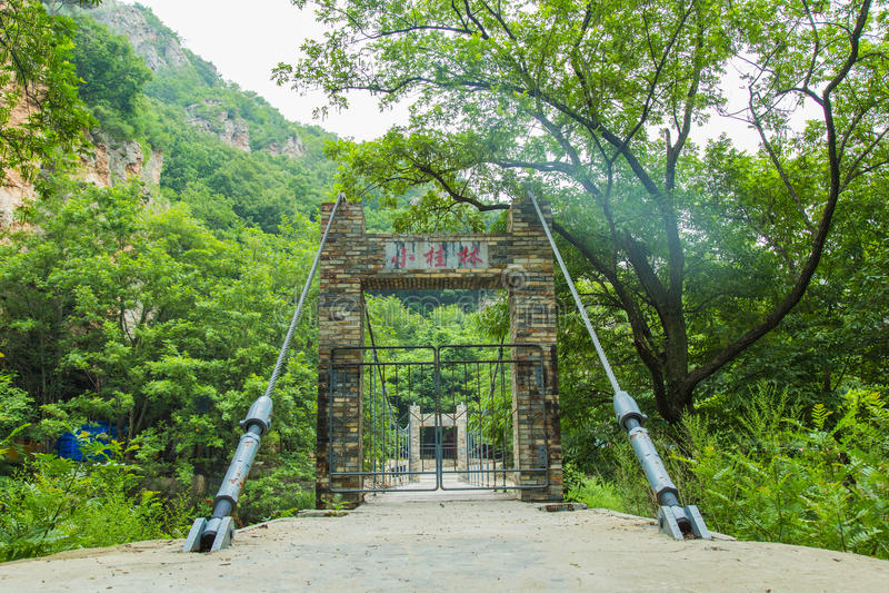 Bingyu Vally weit weg Brücke der Aufhebung-Bridge stockfotos