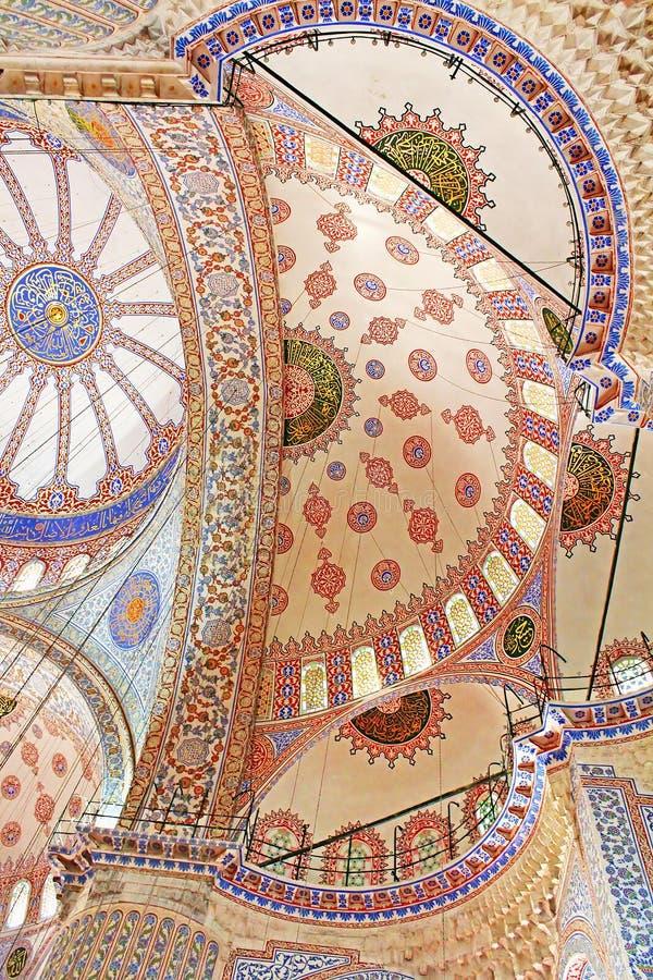 Binnen Blauwe moskee in Istanboel, Turkije stock foto's