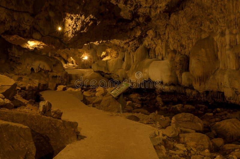 Binnen dan Lod Noi Cave stock foto's