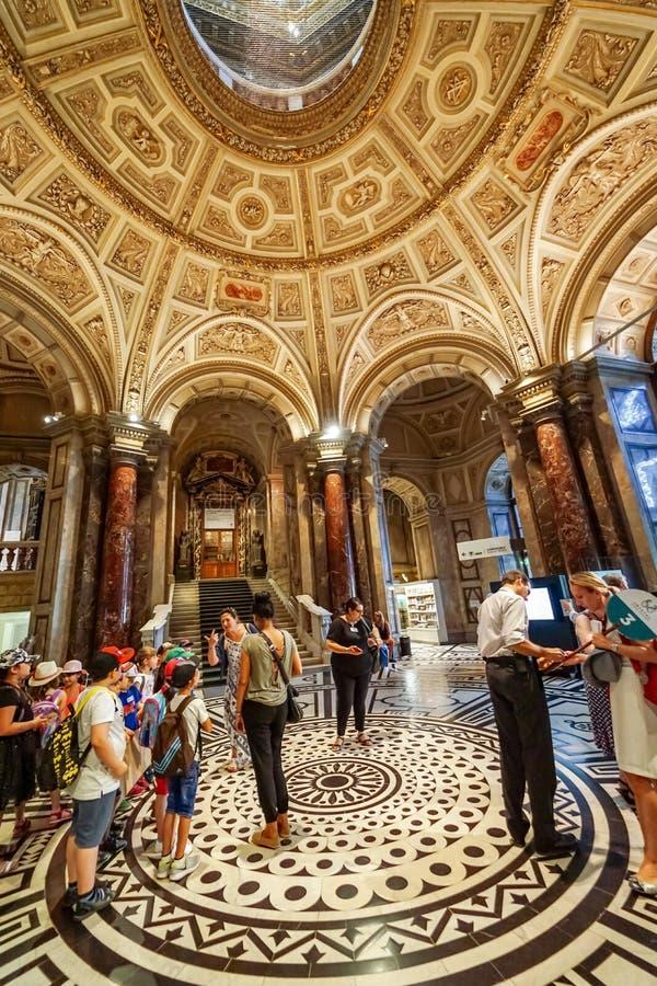 Binnen de Beeldende kunstenmuseum van Wenen stock fotografie