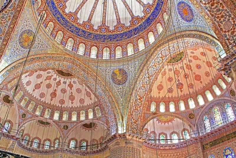 Binnen de Blauwe Moskee in Istanboel, Turkije stock foto's