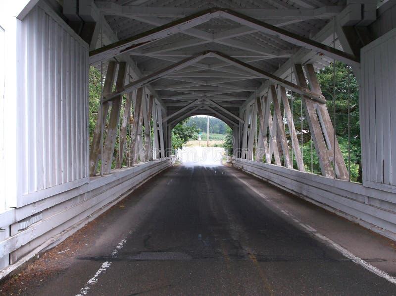 Binnen de brug stock foto