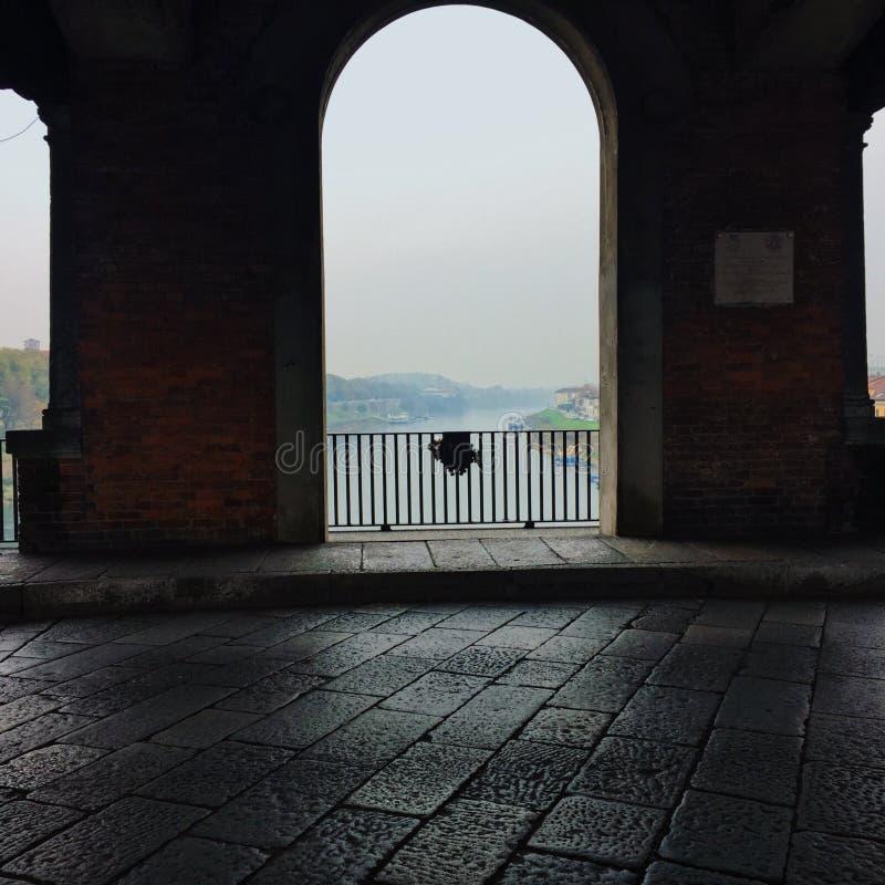 Binnen de brug van Pavia stock afbeelding