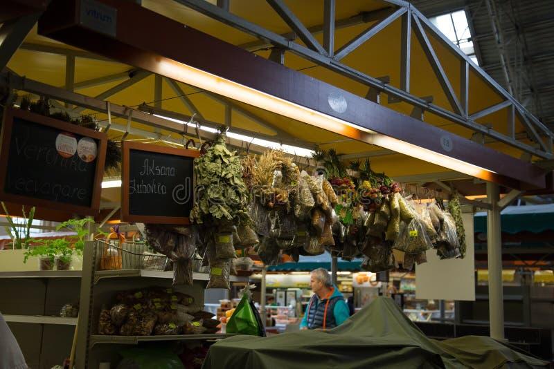 Binnen de Centrale Markt van Riga, Letland stock afbeeldingen