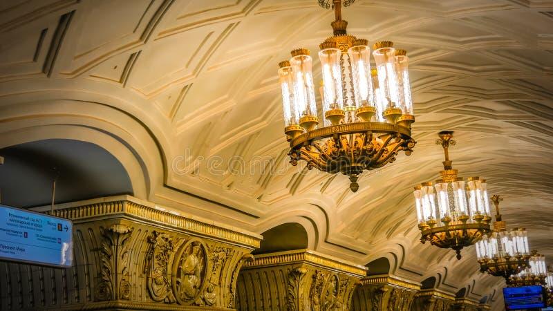 Binnen de historische metro post Moskou van de binnenstad, Rusland dichtbij het Rode Vierkant royalty-vrije stock afbeelding