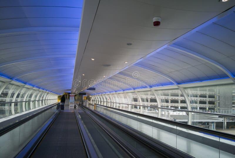 Binnen de moderne terminal van de Luchthaven 05 Juni, 2018 van Manchester in Manchester, Engeland royalty-vrije stock foto