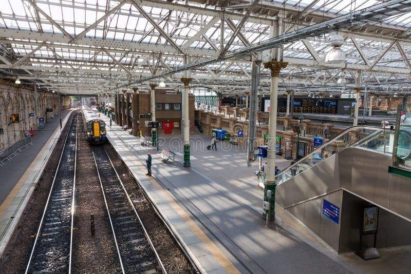 Binnen de Waverly-Post in Edinburgh, Schotland stock afbeeldingen