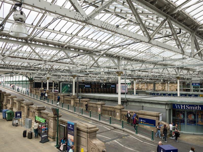 Binnen de Waverly-Post in Edinburgh, Schotland stock foto's