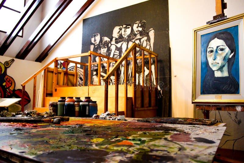 Binnen de workshop van de beroemde Ecuatoriaanse schilder Guayasamin royalty-vrije stock fotografie