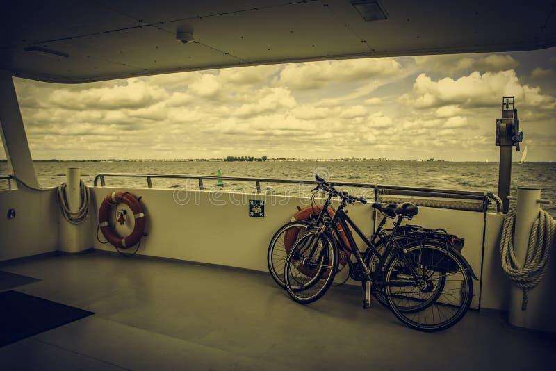 Binnen een boot in het overzees stock fotografie