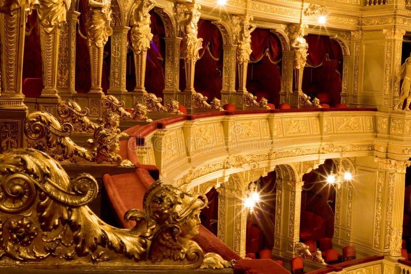 Binnen een oud theater stock afbeeldingen