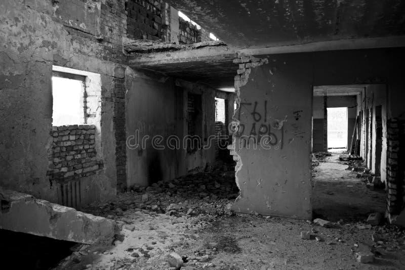 Binnen een verlaten gebouw royalty-vrije stock afbeeldingen