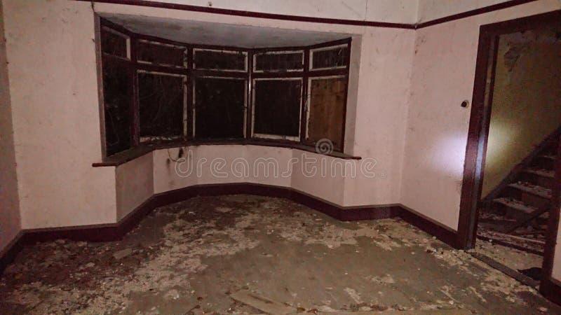Binnen een verlaten huismersea royalty-vrije stock fotografie