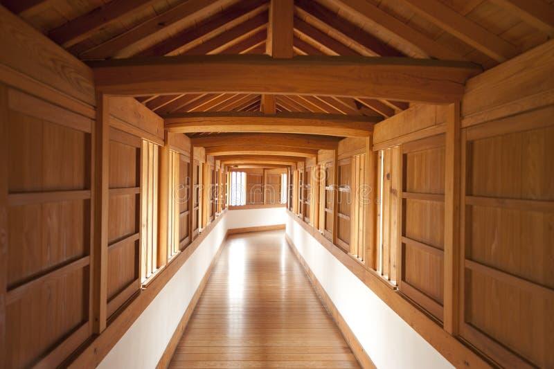 Binnen gang, het Kasteel van Himeji, Japan stock fotografie