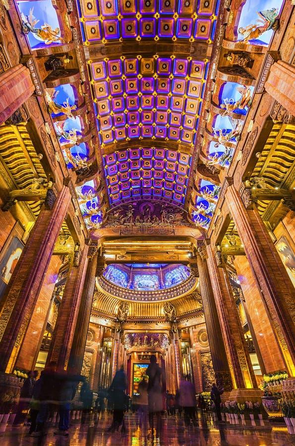 Binnen het beroemde Boeddhistische gebouw in Wuxi, China