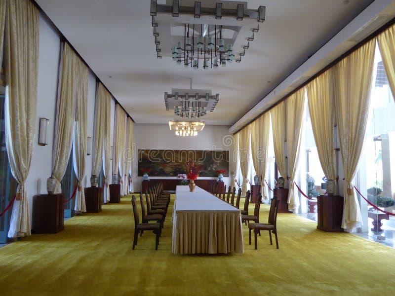 Binnen het dineren gebied bij het onafhankelijkheidspaleis Vietnam stock foto's