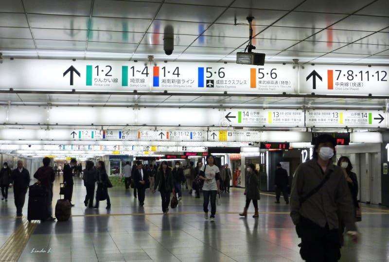 Binnen het Shinjuku-station stock foto's