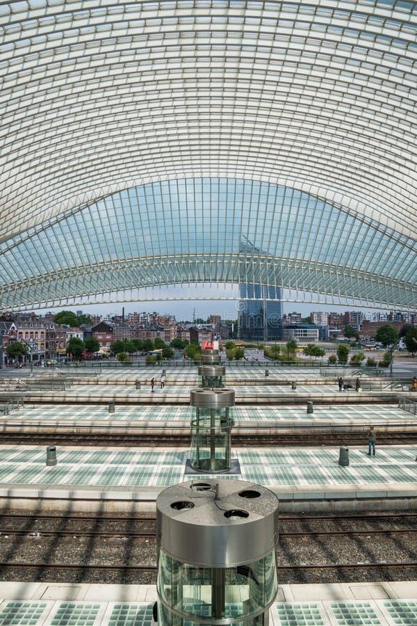 Binnen het station die van Luik guillemins naar stad kijken stock afbeelding