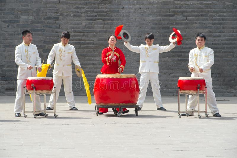 Binnen het team - Chinese slagwerkers in perfectie stock afbeelding