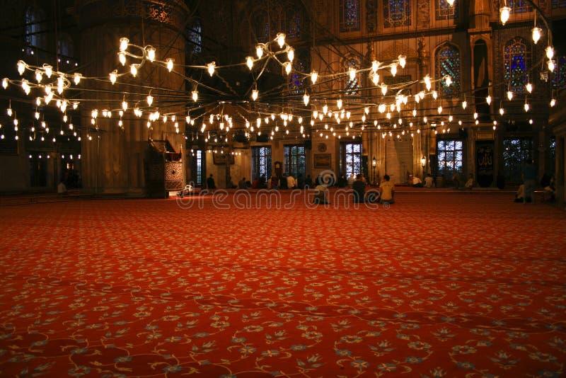 Binnen moskee in Istanboel tijdens ramadan royalty-vrije stock afbeeldingen