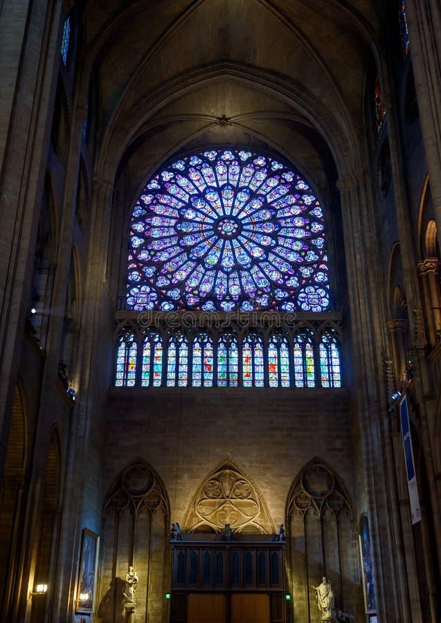 Binnen Notre Dame de Paris, Frankrijk stock foto