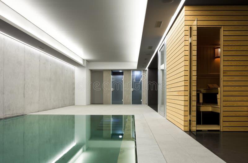Binnen pool met sauna stock foto