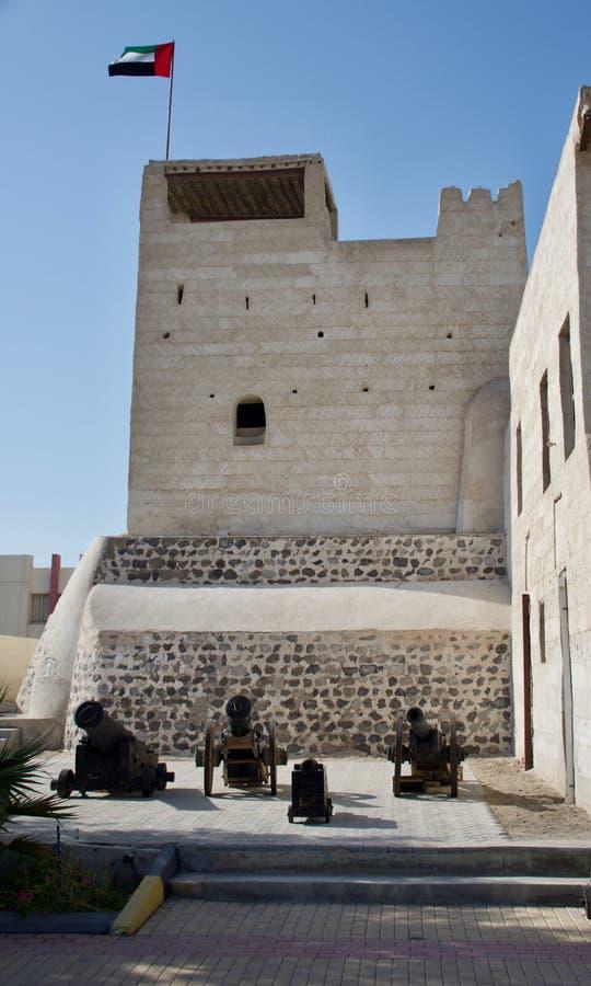 Binnen Ras al Khaimah Museum in de ochtendzon royalty-vrije stock afbeelding