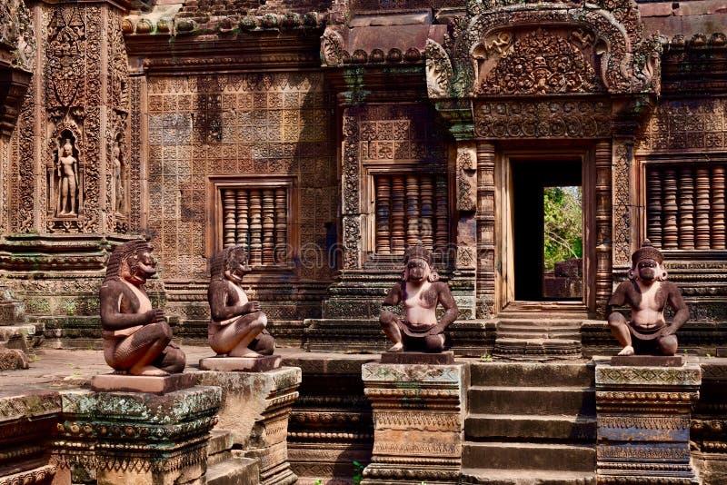 Binnen van Banteay Srei stock afbeeldingen