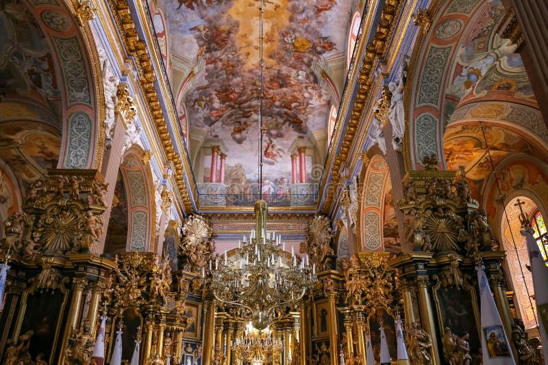 Binnen van Bernardine Church in Lviv stock afbeeldingen