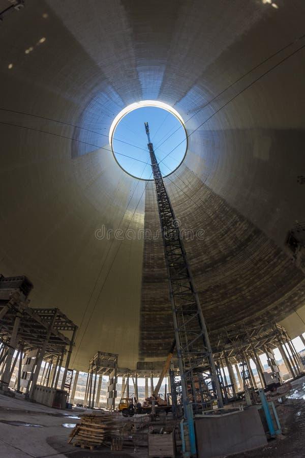 Binnen van de bouw van koeltoren van kernenergieinstallatie royalty-vrije stock foto's