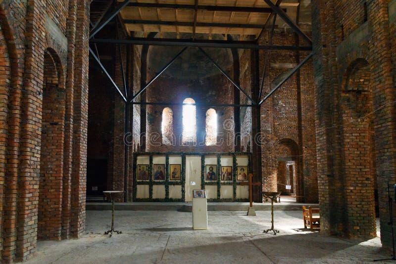 Binnen van de kerk van StNino ` s in aanbouw in Klooster van St Nino in Bodbe Sighnaghi georgië stock afbeeldingen