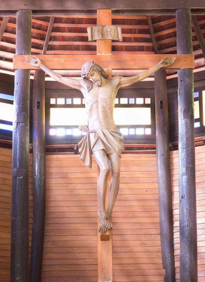 Binnen van de kerk van Yae van het Verbodslied, de Grootste katholieke houten kerk stock foto