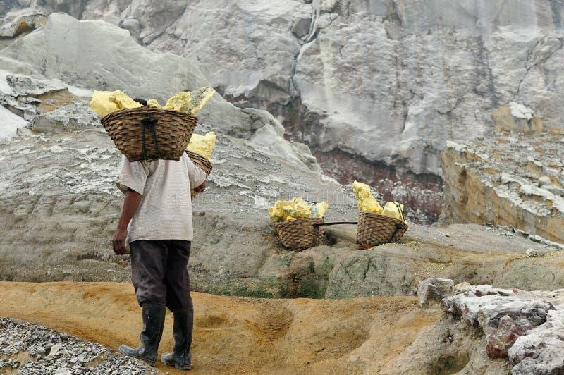 Binnen van de krater van de vulkaan in Indonesi? stock foto's