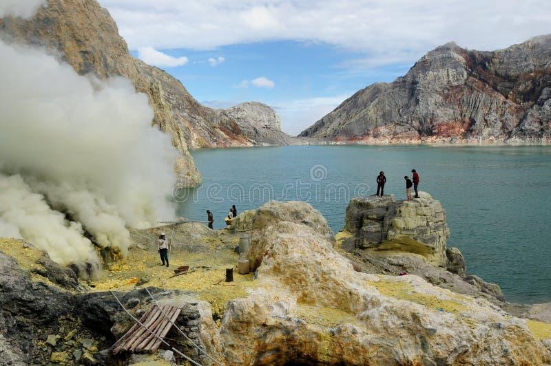 Binnen van de krater van de vulkaan in Indonesi? stock afbeelding