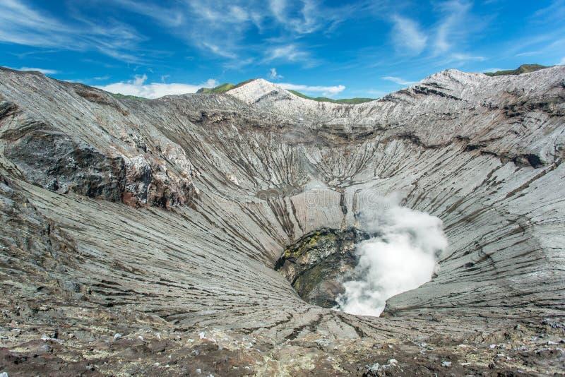 Binnen van een Bromo-vulkaankrater, het eiland van Java royalty-vrije stock foto's