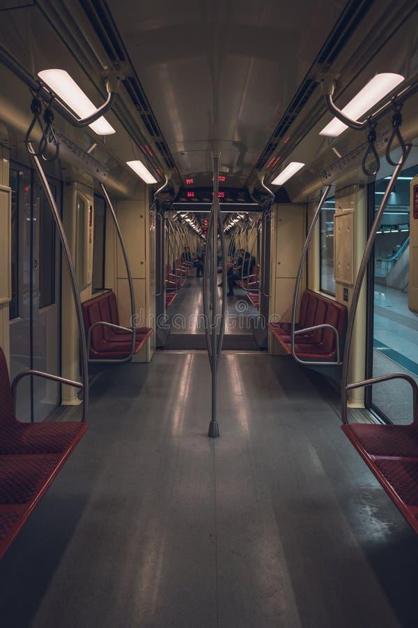 Binnen van een lege metro royalty-vrije stock afbeelding