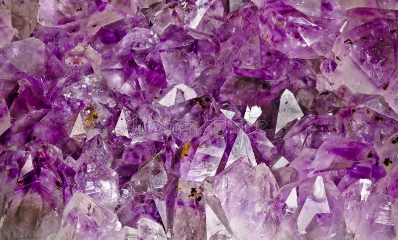 Binnen van een violetkleurige geode royalty-vrije stock foto's