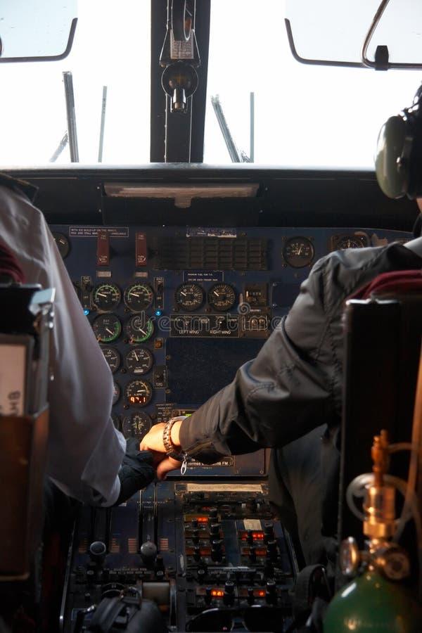 Binnen van een vliegtuig dat aan Lukla, Nepal vliegt royalty-vrije stock fotografie