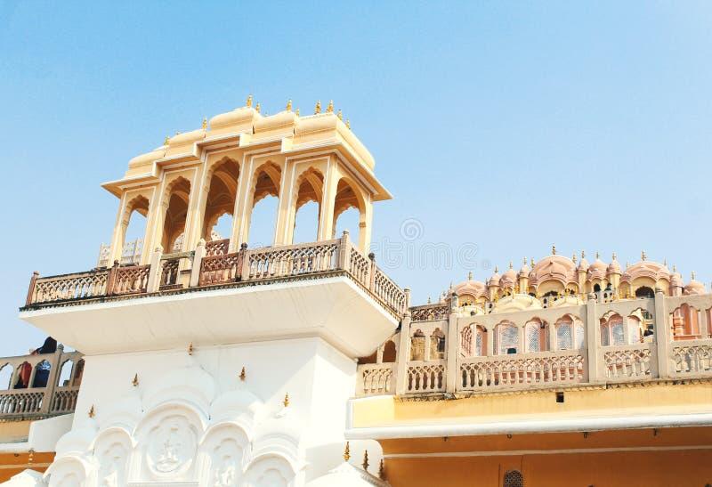 Binnen van Hawa Mahal of het paleis van winden in Jaipur India Het wordt geconstrueerd van rode en roze sandston royalty-vrije stock afbeelding