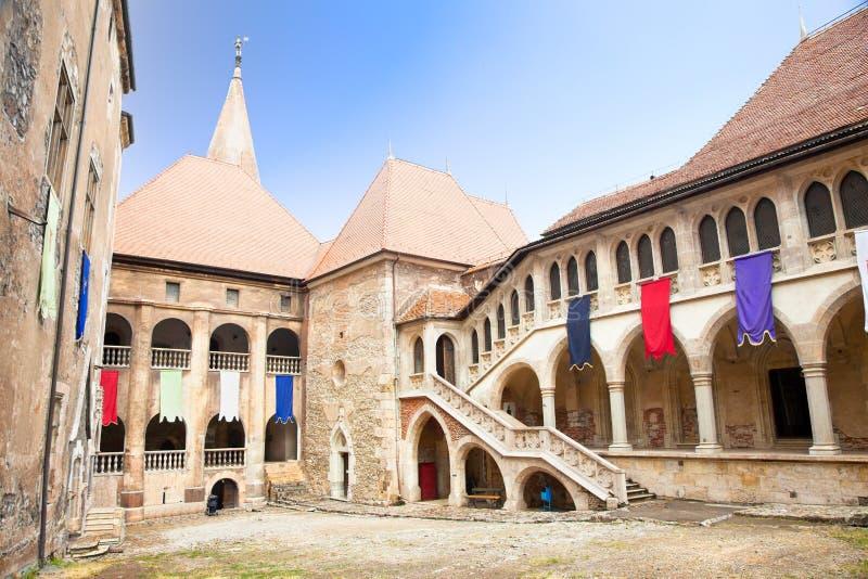 Binnen van het Kasteel Hunyad. Roemenië royalty-vrije stock afbeelding